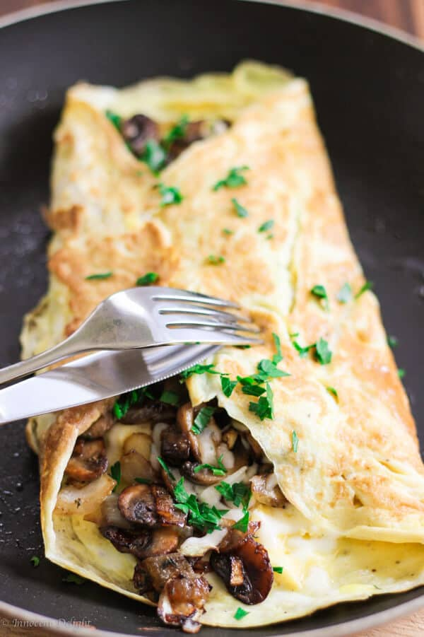 Omelet with mushrooms, onions and mozzarella-4