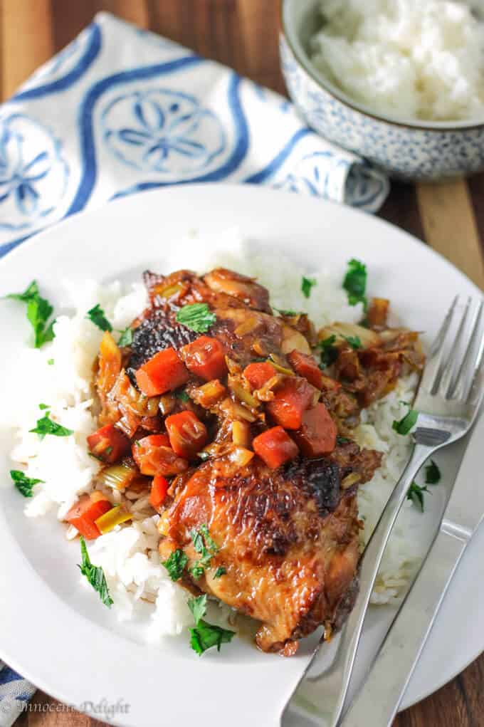 Braised chicken with carrots and leaks