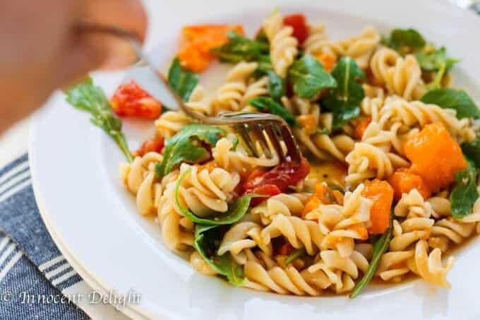 Quinoa pasta with No-cook tomato sauce