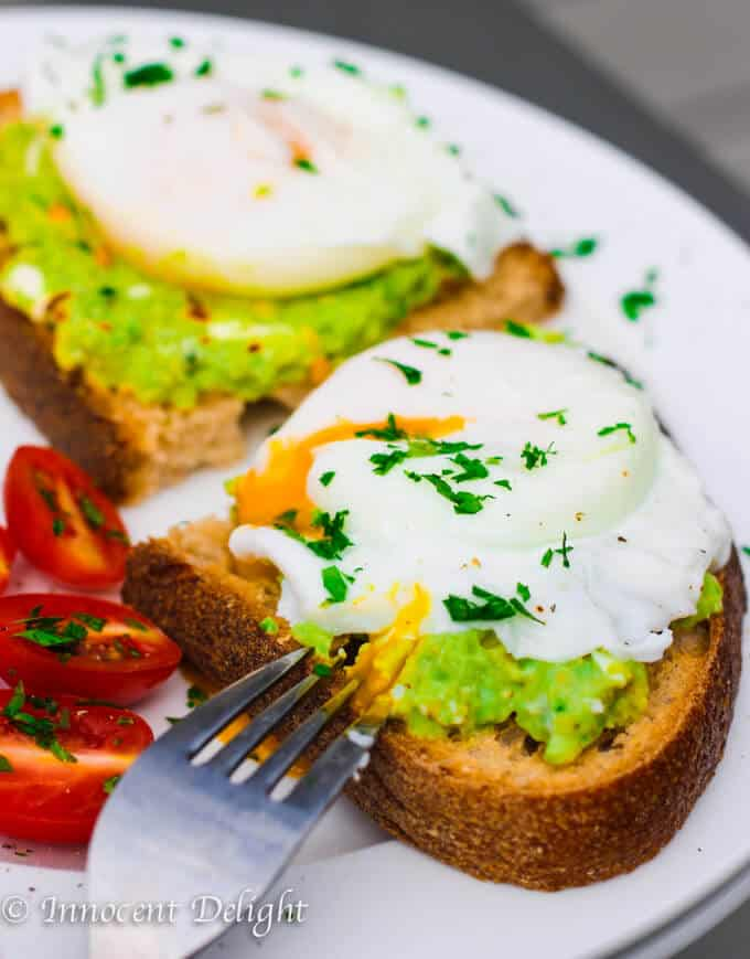 smashed avocado with poached egg toast