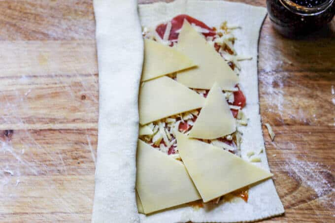 Mahon-Menorca Pinwheels with Fig Jam & Serrano Ham will be the appetizer that your whole family is clamoring for on Thanksgiving. Packed with flavor and quick to make - this appetizer is a winner. #Ad #MahonCheese