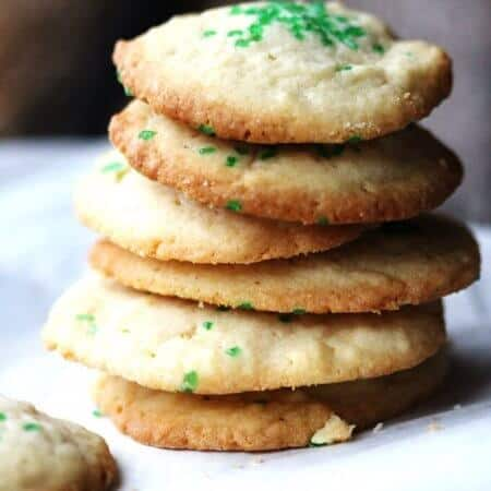 5 Ingredients Butter Vanilla Cookies are super easy to make. Butter, sugar, egg, flour, vanilla and 20 minutes. That's all you need!