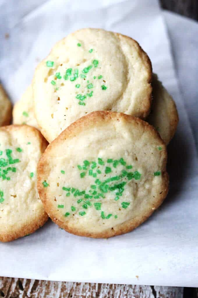 5 Ingredient Butter Vanilla Cookies are super easy to make. Butter, sugar, egg, flour, vanilla and 20 minutes. That's all you need!